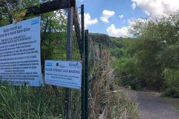 Le panneau signalant l'interdiction d'accès au bassin Cormoran.