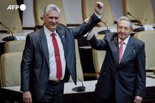Le président cubain Miguel Diaz-Canel, élu premier secrétaire du Parti communiste (a gauche) et Raul #Castro qui prend sa retraite à 89 ans.