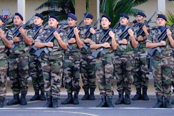 42 jeunes du service militaire adapté ont été présentés au drapeau