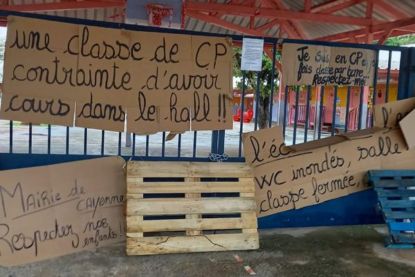 Manifestation école Phinéra Horth