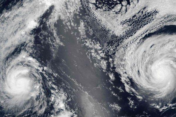 Ouragan Lester à droite et Madeline à gauche