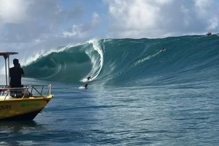 Trials de la Tahiti Pro tow in
