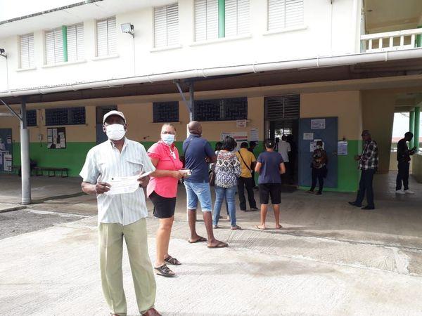 Bureau de vote à Ducos