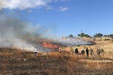 Une opération de brûlage de la savane du Cap La Houssaye pour mieux la préserver.