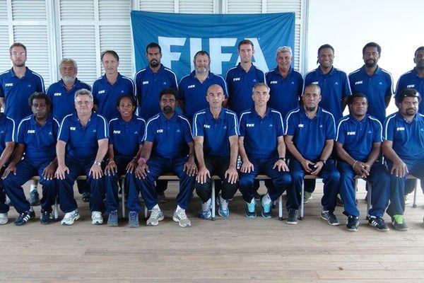 Avec Didier Chambaron, cadre de l'OFC et futur membre de la Fédération américaine de soccer (6e en partant de la gauche, assis), nous ferons le bilan de la O'League 2016