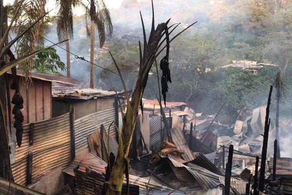 Incendie du squat des bambous entre Rémire-Montjoly et Cayenne