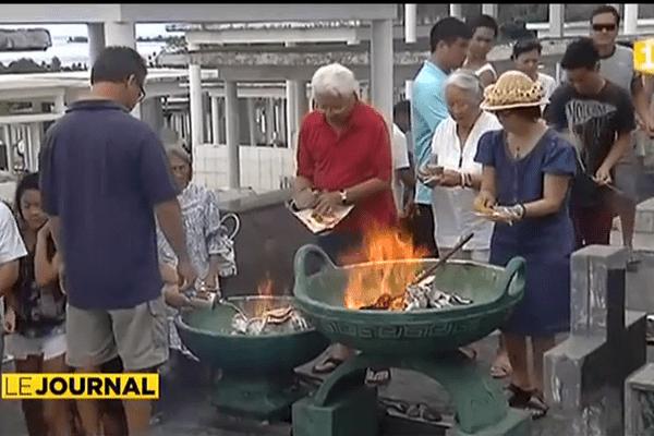 La communauté chinoise honore ses défunts.