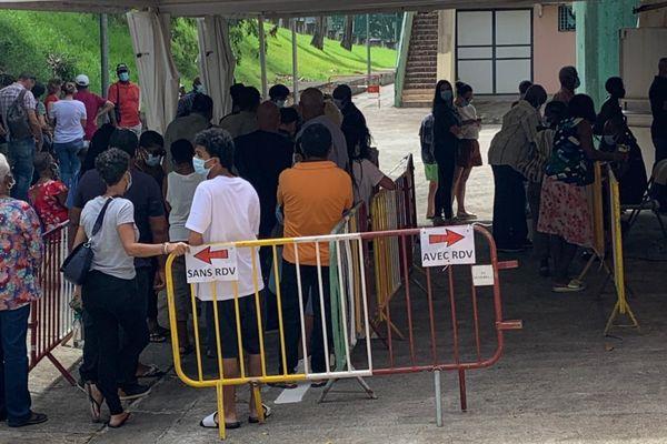 Afflux centre de vaccination Lamentin