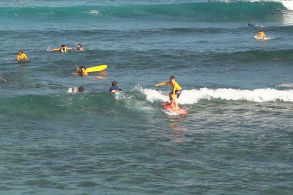 Reprise compétition de surf chez les moins de 18 ans