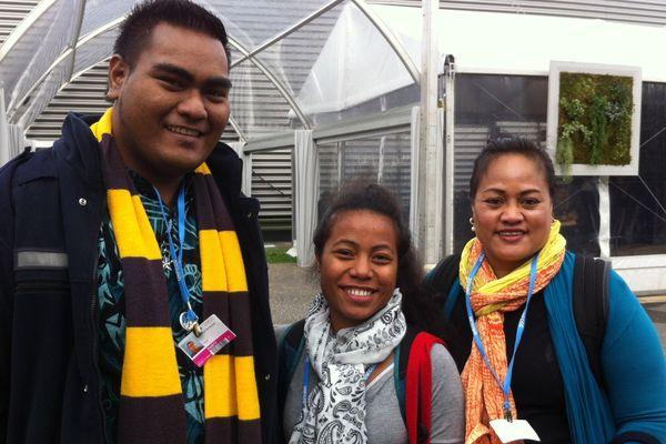 Rae Bainteiti, Tinaai Teaua et Maria Tiimon, représentants des Kiribati à la COP21
