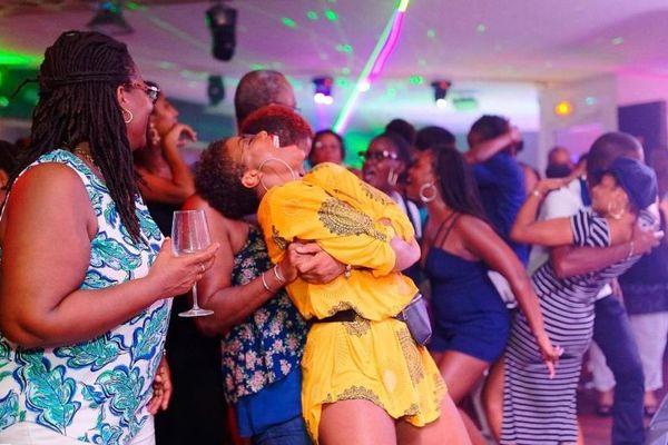 Club privé bar-lounge discothèque