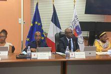 Le président du conseil départemental Ben Issa Ousseni (2e en partant de la droite) place sa mandature sous le signe du développement économique de Mayotte.