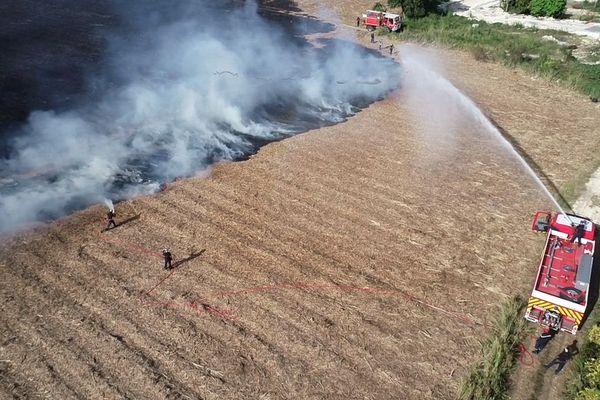 Feux de champs - pompiers - vue aérienne
