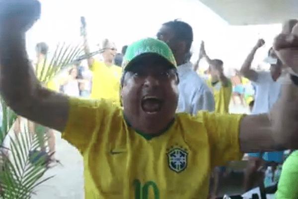 supporter brésilien heureux