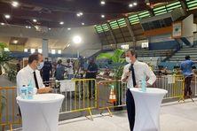 À gauche, Sébastien Lecornu, ministre des Outre-mer et Olivier Véran, ministre des solidarités et de la santé.