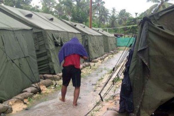 Même s'ils ont obtenu le statut de réfugié, certains hommes vivent toujours dans le centre de rétention de l'île de Manus