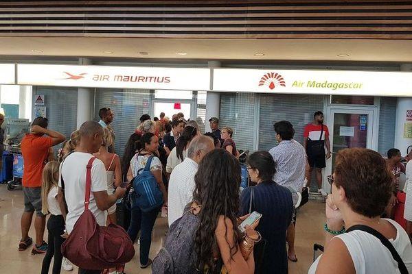 Des passagers d'Air Mauritius bloqués à l'aéroport Roland Garros, après la tempête Calvinia