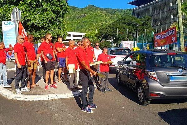 Grève devant le CHU de Bellepierre
