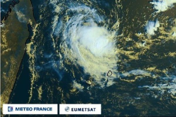 A 540 km de La Réunion, la tempête Chalane se dirige vers Madagascar