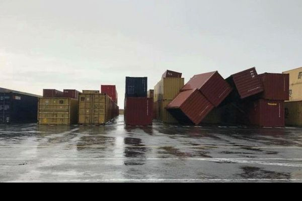Chute conteneurs Port 1