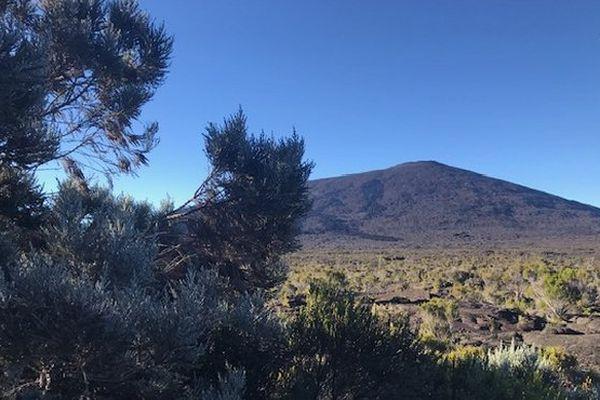 Ciel bleu sur le volcan