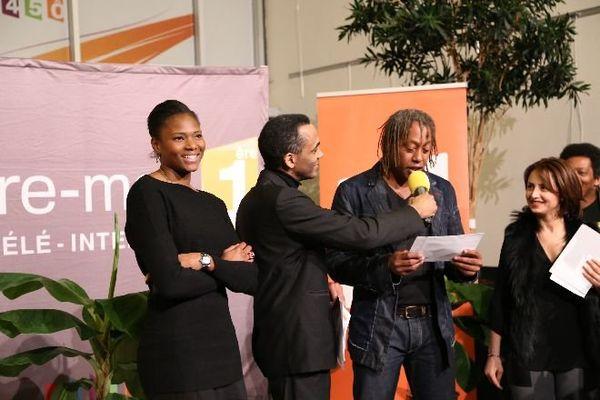 Muriel Hurtis et Jackson Richardson dévoilent le nom de l'heureux lauréat du trophée....
