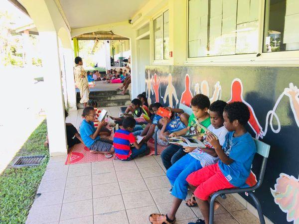 Coup de feu dans une école à Poindimié : des établissements débraient en solidarité, enfants à l'école de Tiéti, 16 avril 2021
