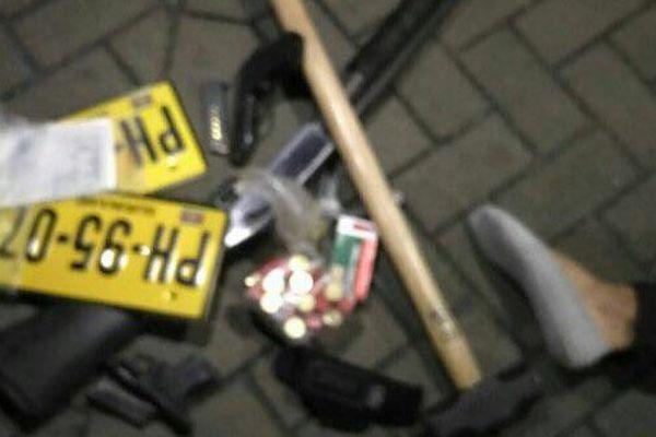 Des armes ont été retrouvées dans la voiture des suspects