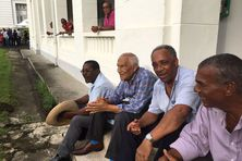 De gauche à droite : Des hommes de droite : Anicet Turinay, ancien député et maire du Gros-Morne, Pierre Petit, ancien député et maire du Morne-Rouge, André Lesueur, ancien député, président de l'Espace sud, maire de Rivière-Salée, Sainte Cakin, maire du Macouba, ensemble en 2017 à la préfecture.