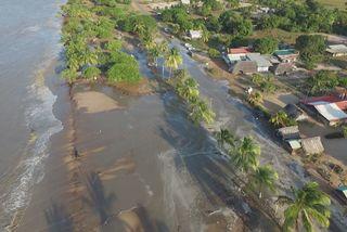 Météo : la plage de Yalimapo ravagée par les fortes marées