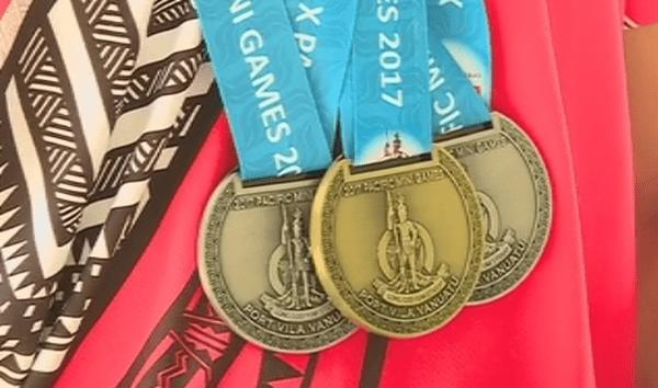 les 3 médailles d'Israel Kaikilekofe