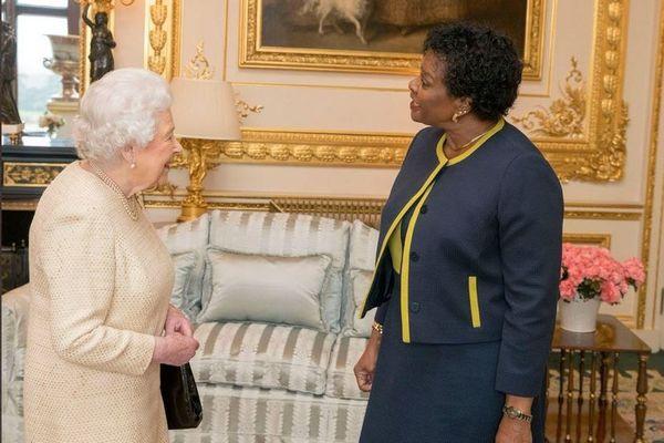 Reine d'Angleterre et Sandra Mason gouverneur general de Barbade