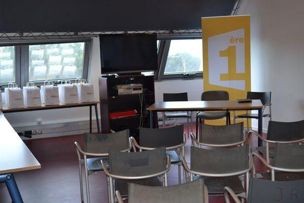 14 - La salle où tout était préparé pour la réception, avec les pochettes-cadeau individuelles