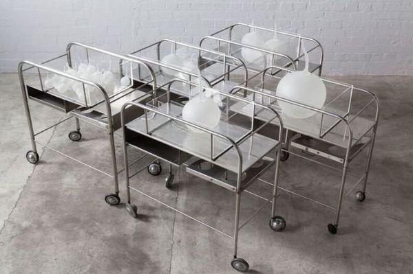 """""""Fallout babies"""" (2016) est l'une des dernières oeuvres de Yhonnie Scarce, consacrée aux bébés morts-nés dans la région de Maralinga après les essais nucléaires. ((Photo: THIS IS NO FANTASY + dianne tanzer gallery, avec l'aimable autorisation de l'artiste"""