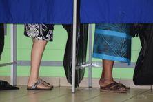 Vote dans un bureau de Nouvelle-Calédonie.