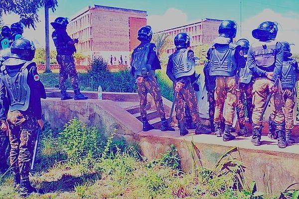 Forces de l'ordre à l'université manifestation des étudiants malgaches de Tana mars 2021
