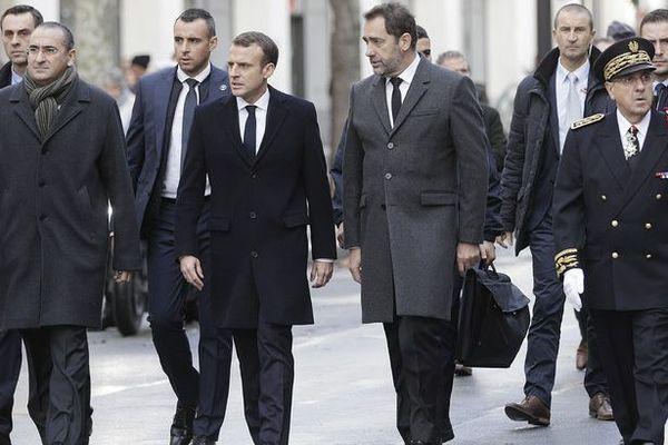 """""""Gilets jaunes"""" : Emmanuel Macron constate les dégâts"""