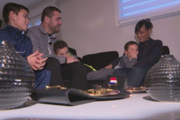 Nicolas Dion entouré de sa famille. 2017