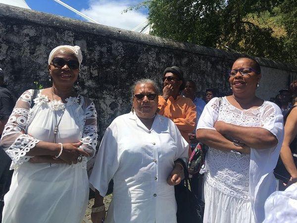 Deux soeurs et leur mère, descendantes d'engagés rodriguais arrivés en 1933.