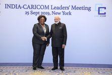 Mia Mottley, Premier ministre de Barbade rencontre Narendra Modi, Premier ministre de l'Inde lors d'un sommet entre la CARICOM et l'Inde en 2019.
