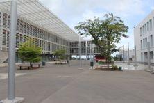 Le plan France Relance financera notamment l'installation de panneaux photovoltaïques à l'Université des Antilles en Guadeloupe.