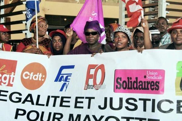 La ministre des Outre-mer légèrement chahuté à Mayotte
