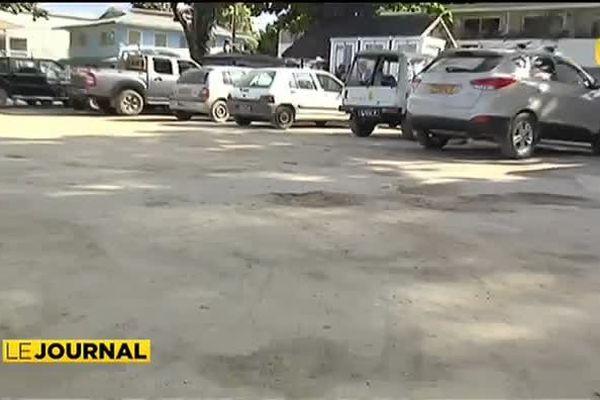 Huahine : Routes délabrées en attente de travaux.