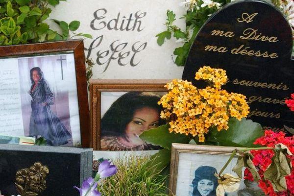 En mai 2004, la tombe d'Edith lefel était toujours très fleurie