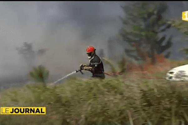 Spectaculaire incendie sur les hauteurs de Mahina.