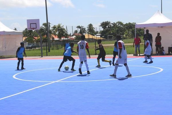 Un terrain de futsal outdoor