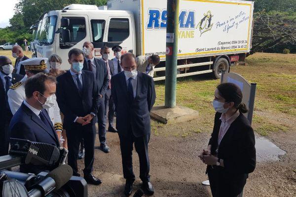 La délégation ministérielle au centre de colisage de la Croix rouge au RSMA