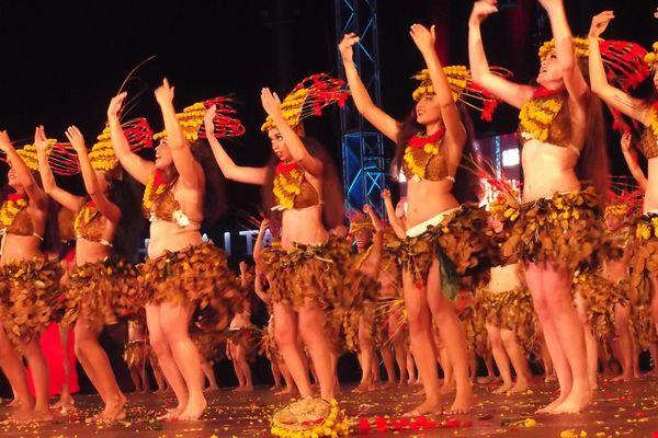 La troupe de danse Heihere au Heiva i Tahiti 2015