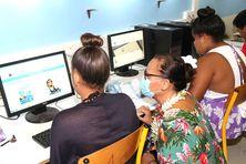 La ministre de l'Education a assisté à une séance d'utilisation de la plateforme ebook.