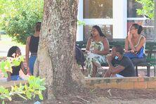 Etudiants sur le campus de Schoelcher en Martinique.
